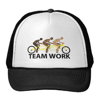 gorra del trabajo del equipo