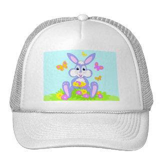 Gorra feliz de las flores de mariposas del conejit