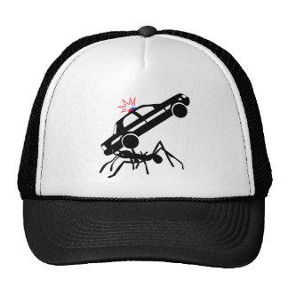 Gorra gigante del ataque de la hormiga