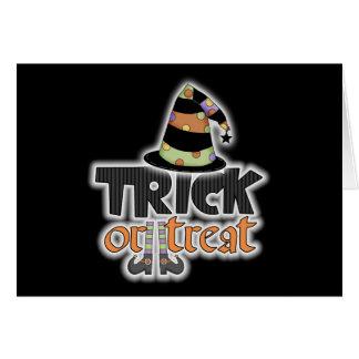 Gorra Halloween de la bruja del truco o de la invi Felicitacion