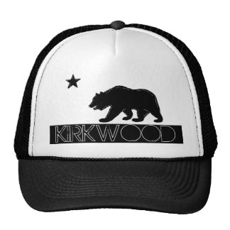 Gorra negro del oso de la bandera blanca de Kirkwo