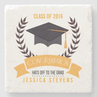 Gorra negro y guirnalda de la graduación de la posavasos de piedra