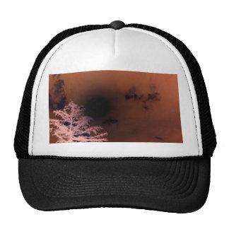 Gorra oscuro, espeluznante del cielo