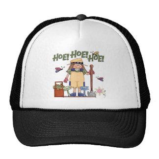 Gorra que cultiva un huerto de la azada de la azad