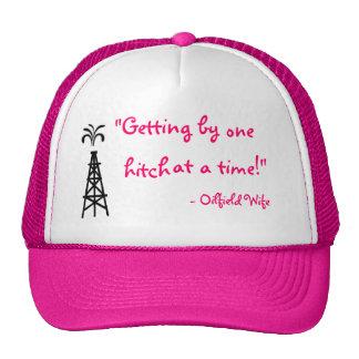 Gorra rosado de la esposa del campo petrolífero
