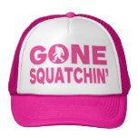 Gorra rosado ido del camionero de Squatchin