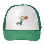 Gorra verde del baloncesto de los muchachos