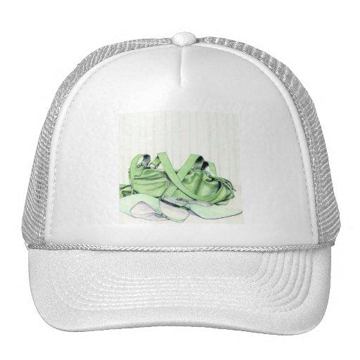 Gorra verde del bolso y de los zapatos