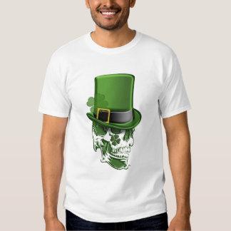 Gorra y cráneo T-Shir del Leprechaun del día de Camisas