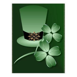 Gorra y postal irlandeses de los tréboles