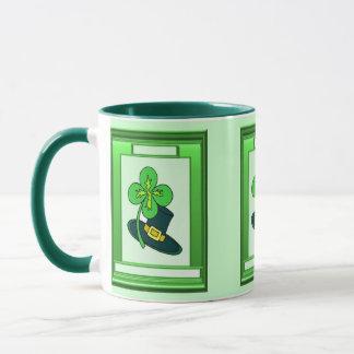 Gorra y trébol irlandeses taza