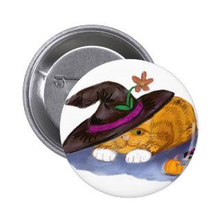 Gorras anaranjados de la bruja de Don del gatito y Pin Redondo De 2 Pulgadas