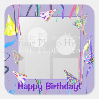Gorras del fiesta del feliz cumpleaños (marco de colcomanias cuadradass