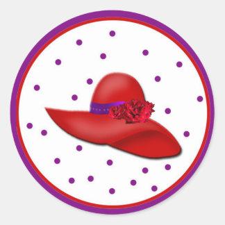 Gorras rojos a montones alrededor de los pegatinas pegatina redonda