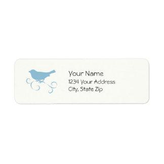 Gorrión azul con la cinta etiqueta de remitente