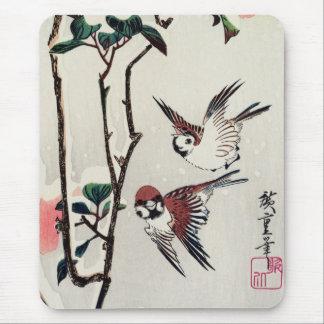 Gorriones y camelias de Hiroshige en la nieve Tapetes De Raton