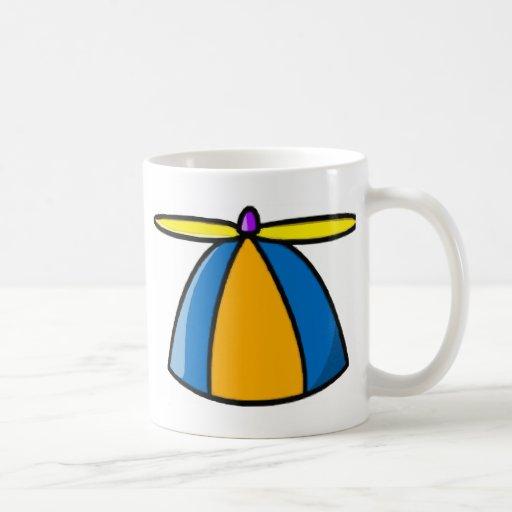 Gorrita tejida con el propulsor taza de café