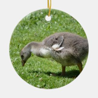 Gosling gris adorno navideño redondo de cerámica