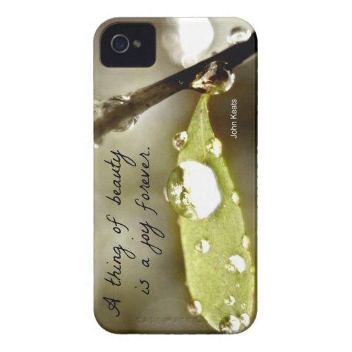 "Gota de agua en la hoja, con cita: ""Una cosa de la Case-Mate iPhone 4 Protectores"