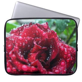 Gotas de agua en rosas mangas portátiles