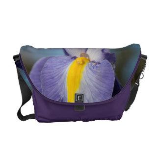 Gotas de agua en un iris púrpura y amarillo bolsa de mensajeria