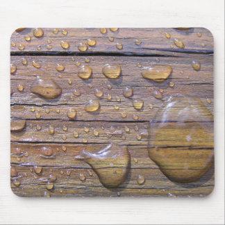 Gotas del agua en la fotografía de madera manchada alfombrilla de ratones