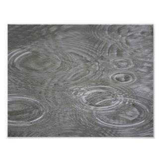 Gotas y círculos de lluvia cojinete