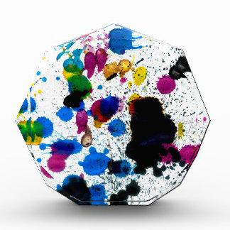 Goteos coloridos de la pintura