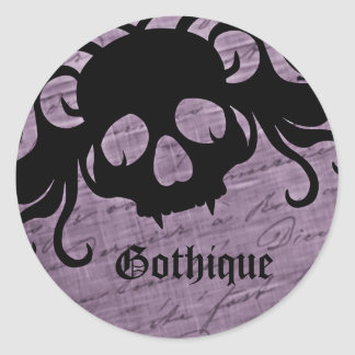 Gothic purple and black fanged skull pegatina redonda