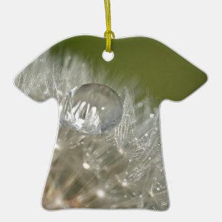 Gotita de agua en un diente de león adorno de cerámica en forma de camiseta
