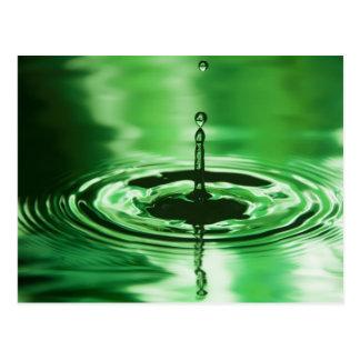Gotita de agua verde tarjeta postal