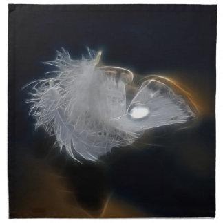 Gotita del agua en una pluma blanca servilleta de papel