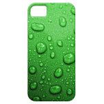 Gotitas de agua en fondo verde, fresco y mojado iPhone 5 Case-Mate protectores