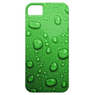 Gotitas de agua en fondo verde, fresco y mojado funda para iPhone SE/5/5s