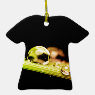 Gotitas de agua hermosas adorno de cerámica en forma de camiseta