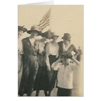 goup con el muchacho de la bandera con los prismát tarjeta de felicitación