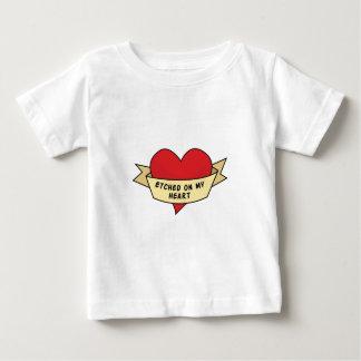 Grabado al agua fuerte en mi corazón t-shirt