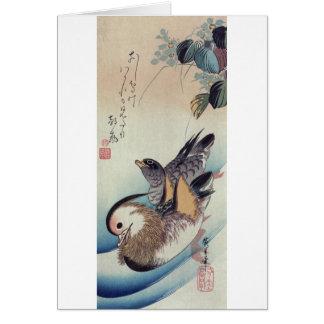 Grabar en madera del color de los patos de mandarí tarjeta de felicitación