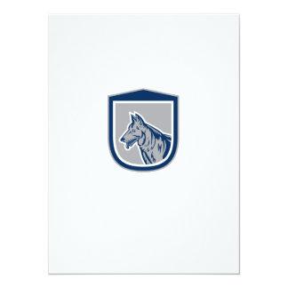 Grabar en madera del escudo de la cabeza de perro invitaciones personales