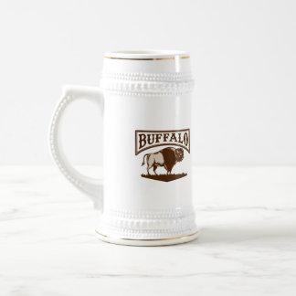 Grabar en madera del lado del bisonte americano jarra de cerveza