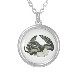 GRACEFUL IN MOVMENT ROUND PENDANT NECKLACE