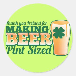 Gracias Irlanda por hacer la pinta de la cerveza Pegatina Redonda