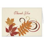 Gracias las hojas que caen del otoño de la tarjeta