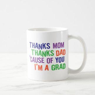 ¡Gracias mamá y papá!  ¡Soy UN GRADUADO! Tazas De Café