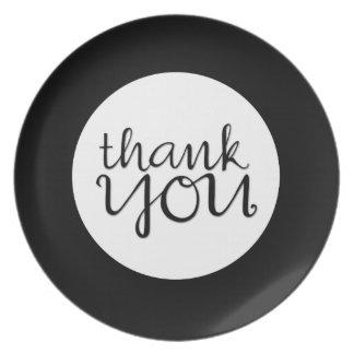 Gracias placa negra cursiva plato de comida