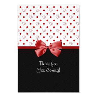 Gracias por asistir a corazones rojos femeninos comunicado personalizado