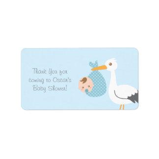 Gracias que la cigüeña entrega al bebé lindo etiqueta de dirección