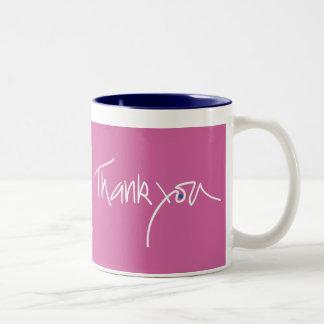 Gracias taza del color del fuschia