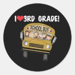 Grado del amor del autobús escolar 3ro pegatinas redondas