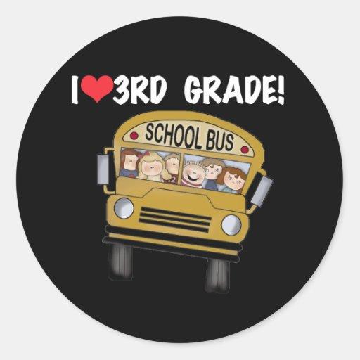 Grado del amor del autobús escolar 3ro pegatina redonda